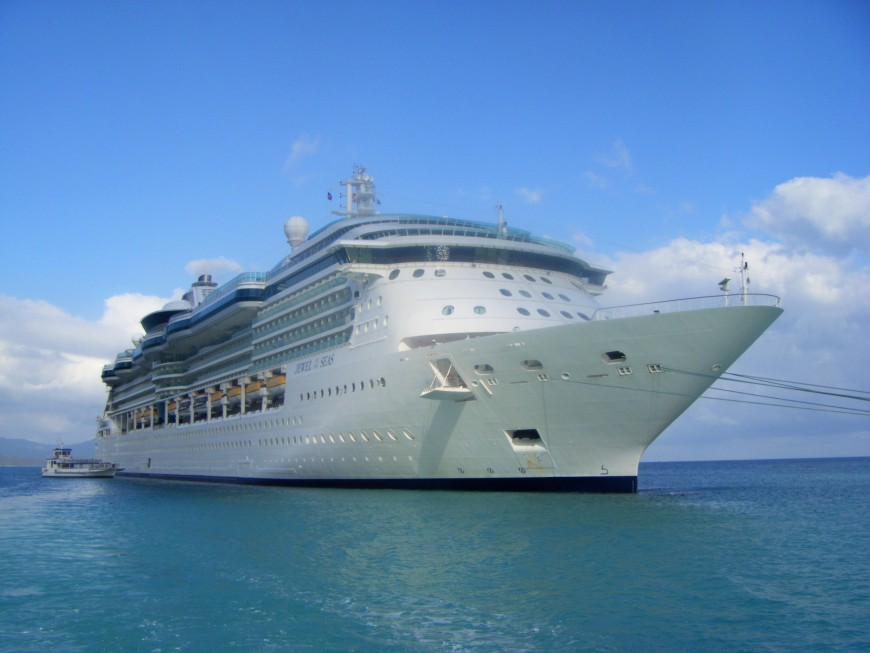 Jewel_of_the_Seas_in_Labadee